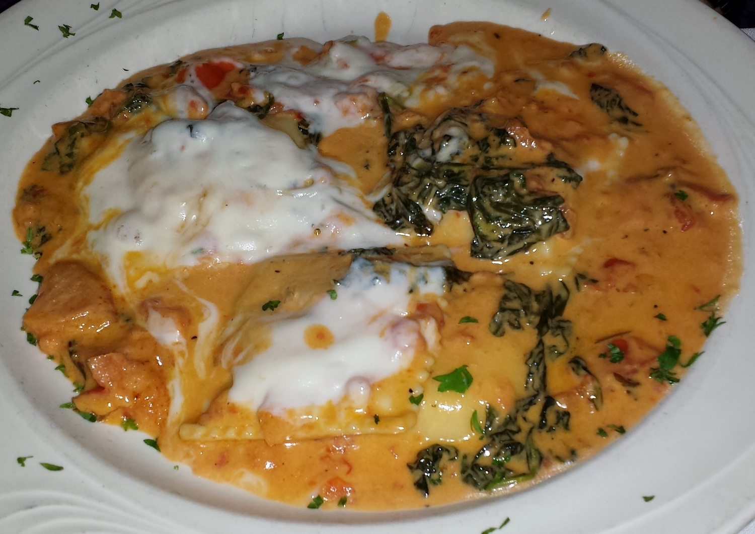 Ravioli Firenze: the pasta is covered with a creamy sauce with fresh spinach and mozzarella
