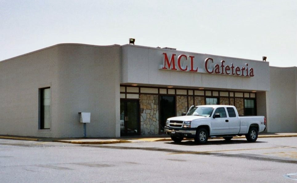 Although this restaurant is unattached, it's located adjacent to a shopping mall, where many MCLs are found.