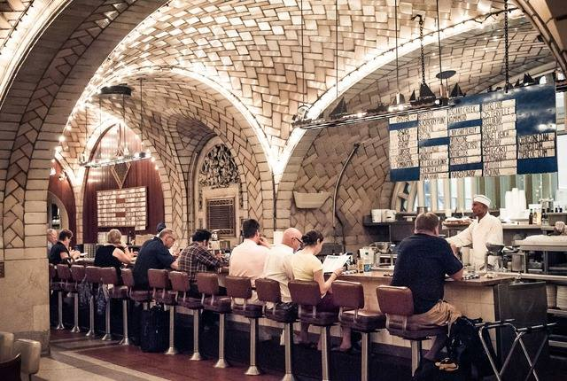The oyster bar in Grand Central Oyster Bar, the perfect spot to spoon into a bowl of the world's best Manhattan clam chowder
