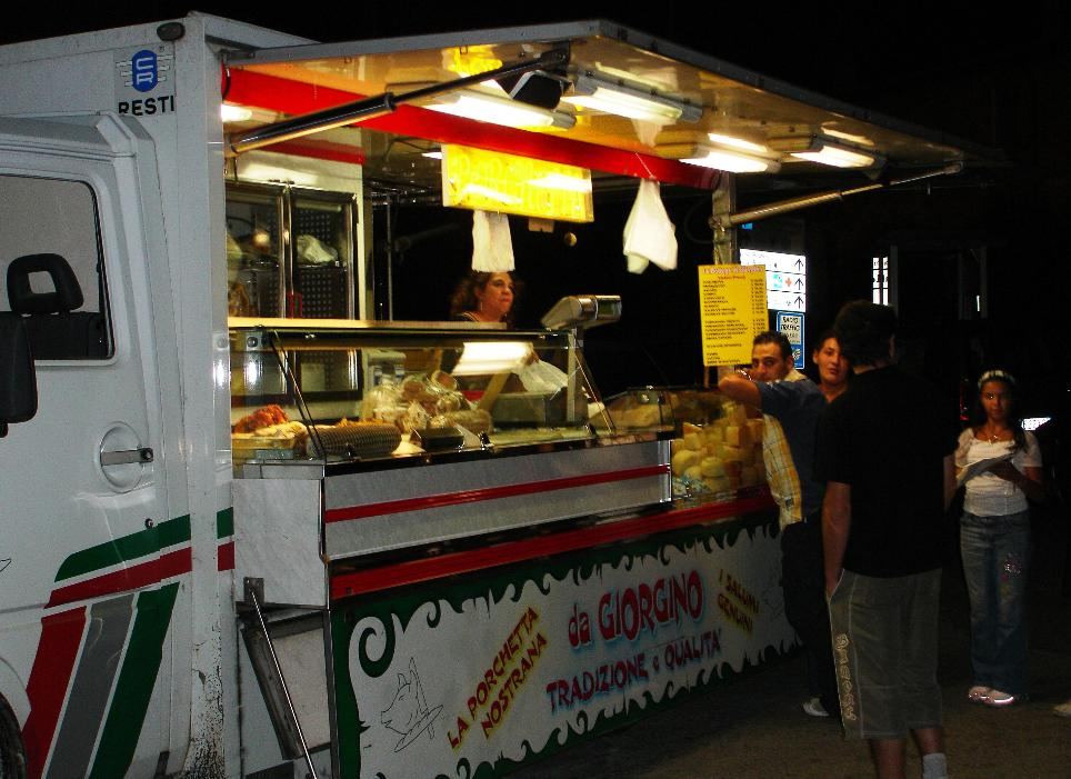 This was the only food truck we encountered in Italy, besides the standard (and overpriced) drinks/hot dogs/pizza trucks that cluster around popular tourist sites.