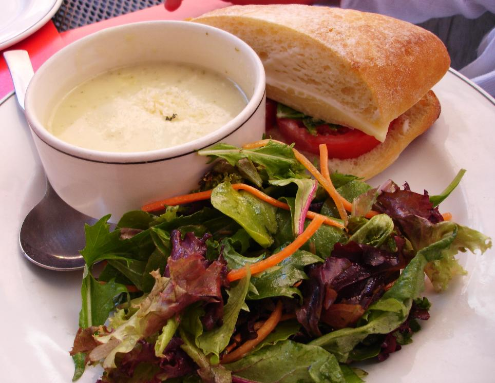 The menu offers half a sandwich with soup and a little salad. The soup today: cauliflower, potato, and leek; the sandwich: cheddar, tomato and basil.