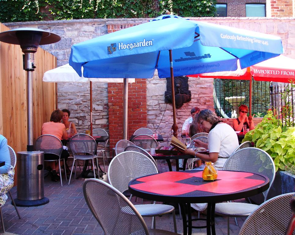 Many, many restaurants in downtown Kingston have outside dining. Apparently, when you live this far north, you appreciate every moment spent out of doors.