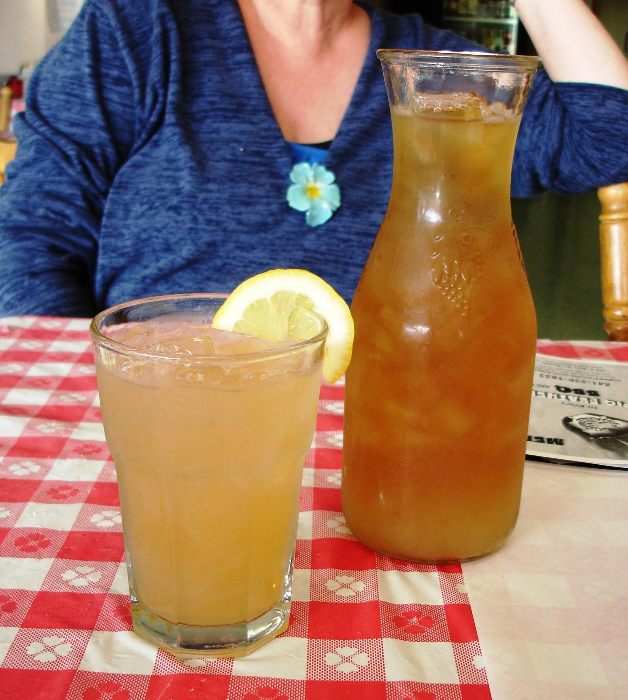 We often find that the care with which we're served simple beverages is an indication of the care put into the food, and restaurant, as a whole. We asked for an Arnold Palmer and this is what we received.