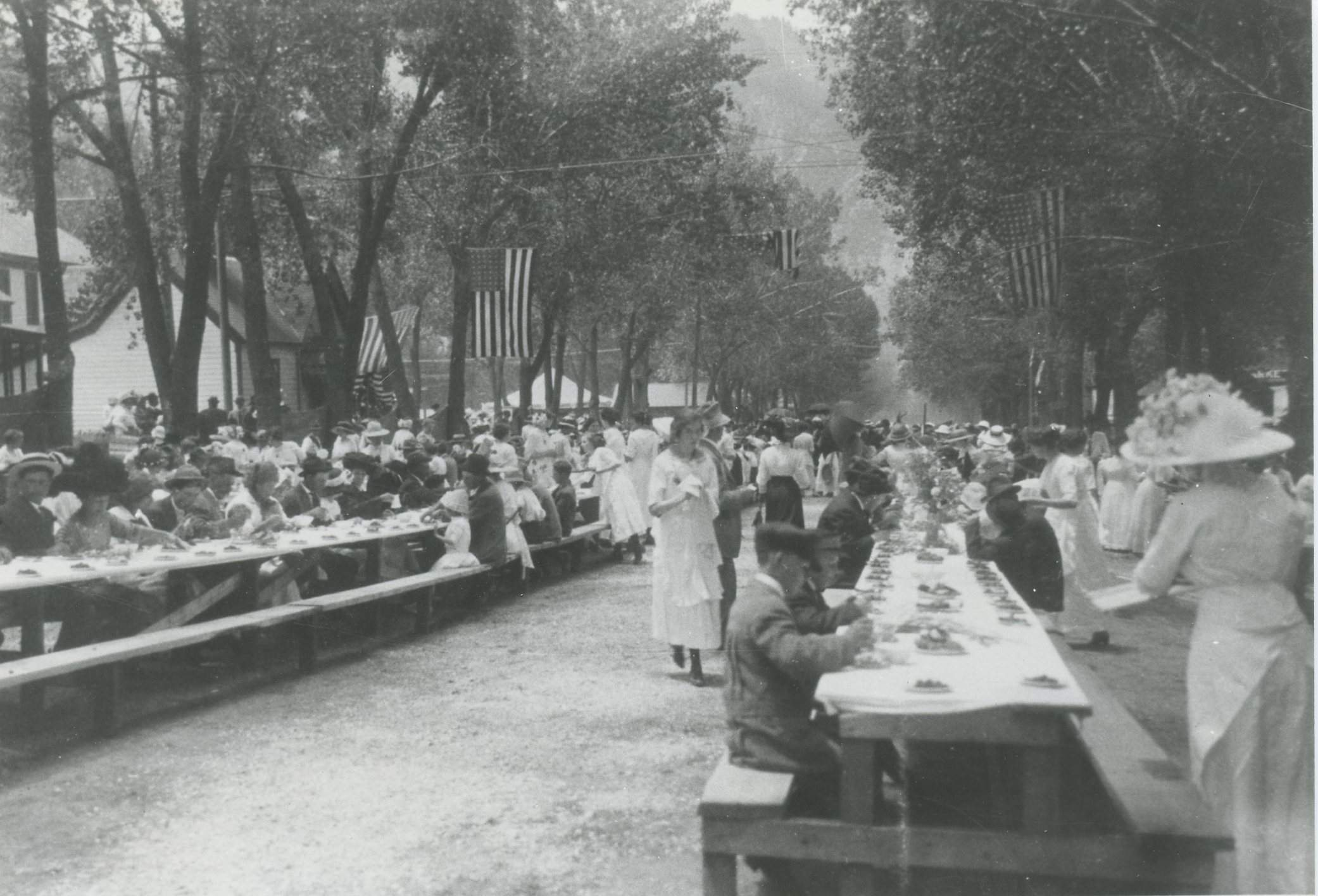 The 1910 Strawberry Days celebration!