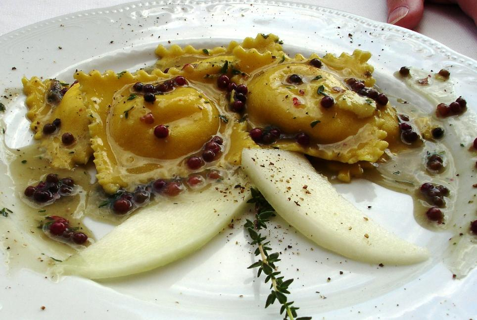 Ravioli di ricotta e melone in salsa  di timo e pepe rosa: Ravioli filled with ricotta in a melon sauce with thyme and pink peppercorns
