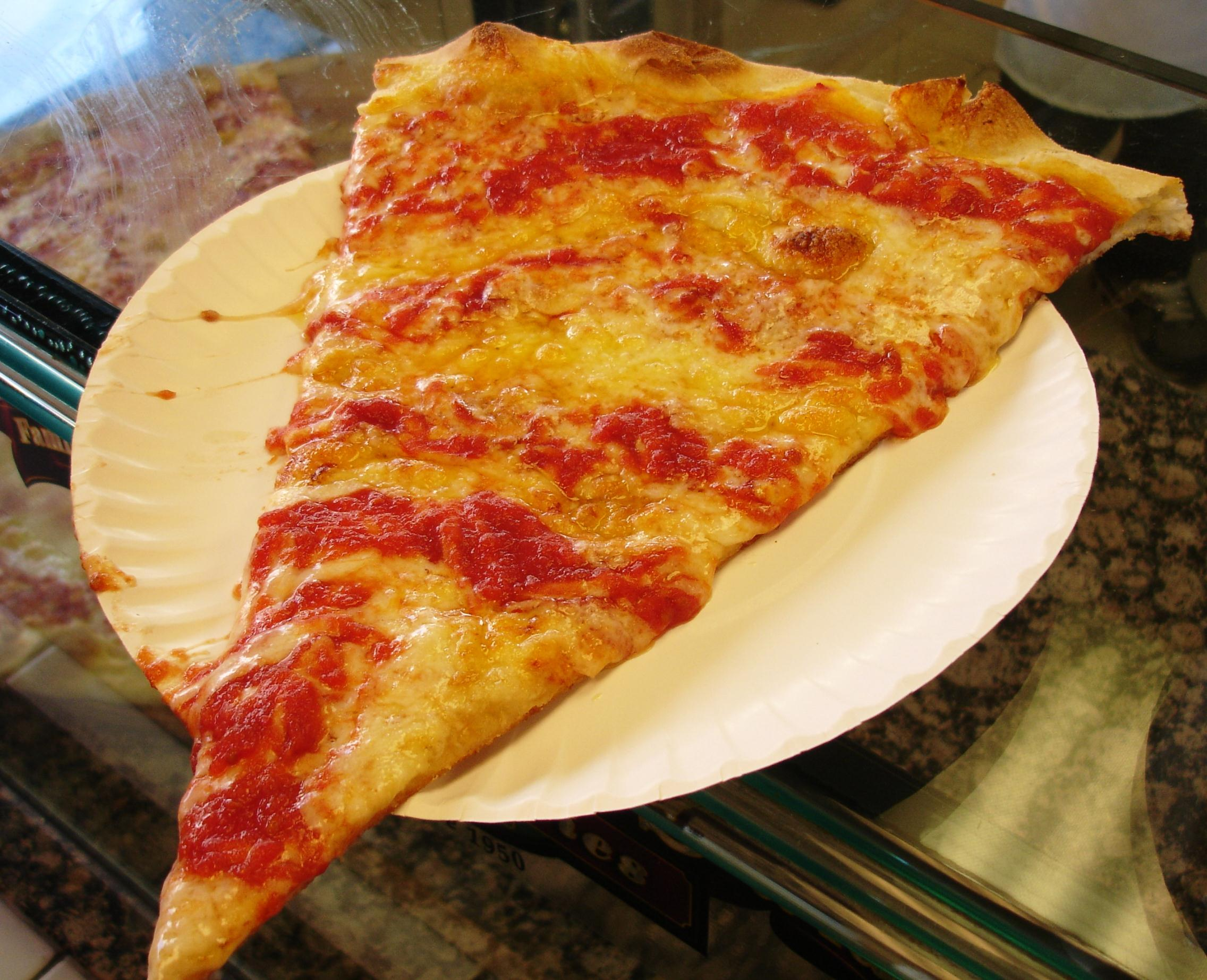 Maruca's giant slices are best enjoyed without extraneous toppings.