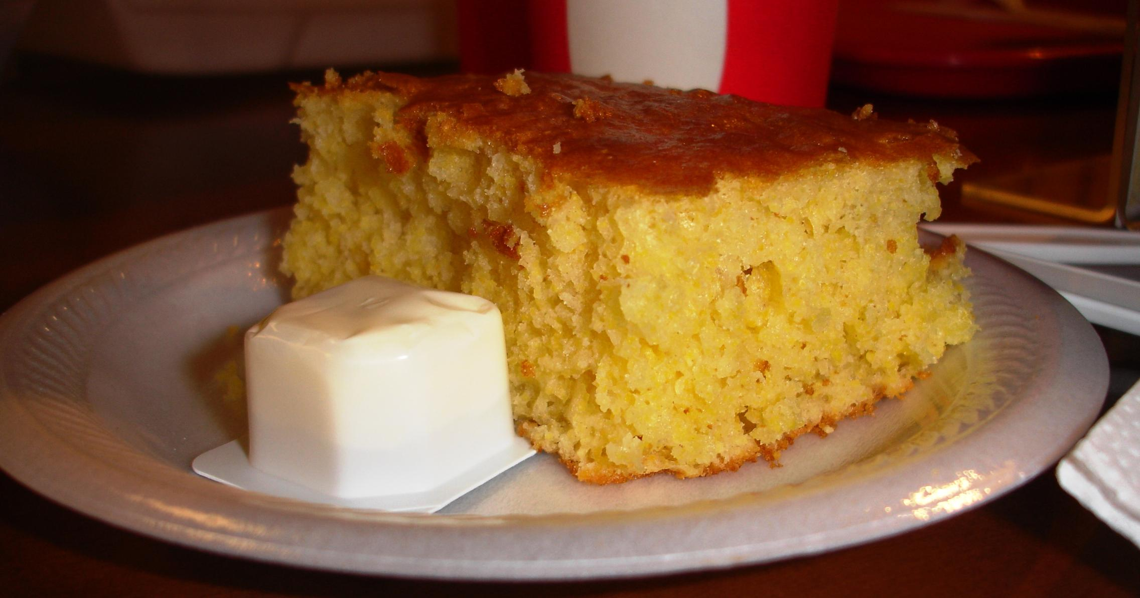 The homemade cornbread goes particularly well with this barbecue.