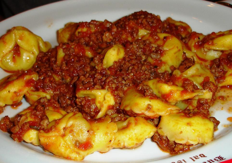Tortellini al Ragu' Toscana: Tortellini with meat sauce