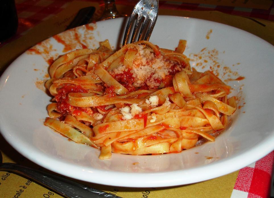 Tagliatelle al Pomodoro Fresco: tagliatelle in a fresh tomato sauce