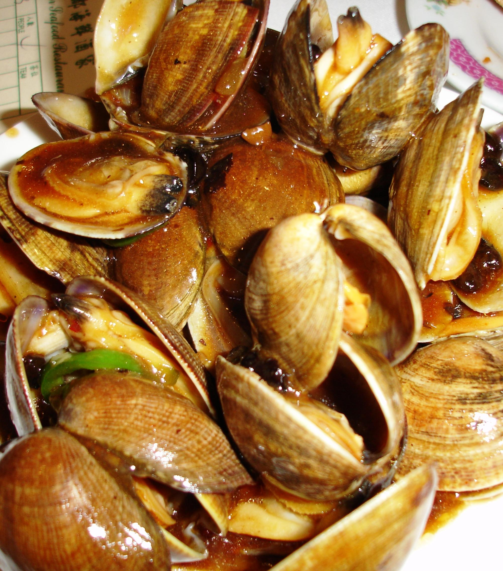 The clams with black bean sauce are superb!